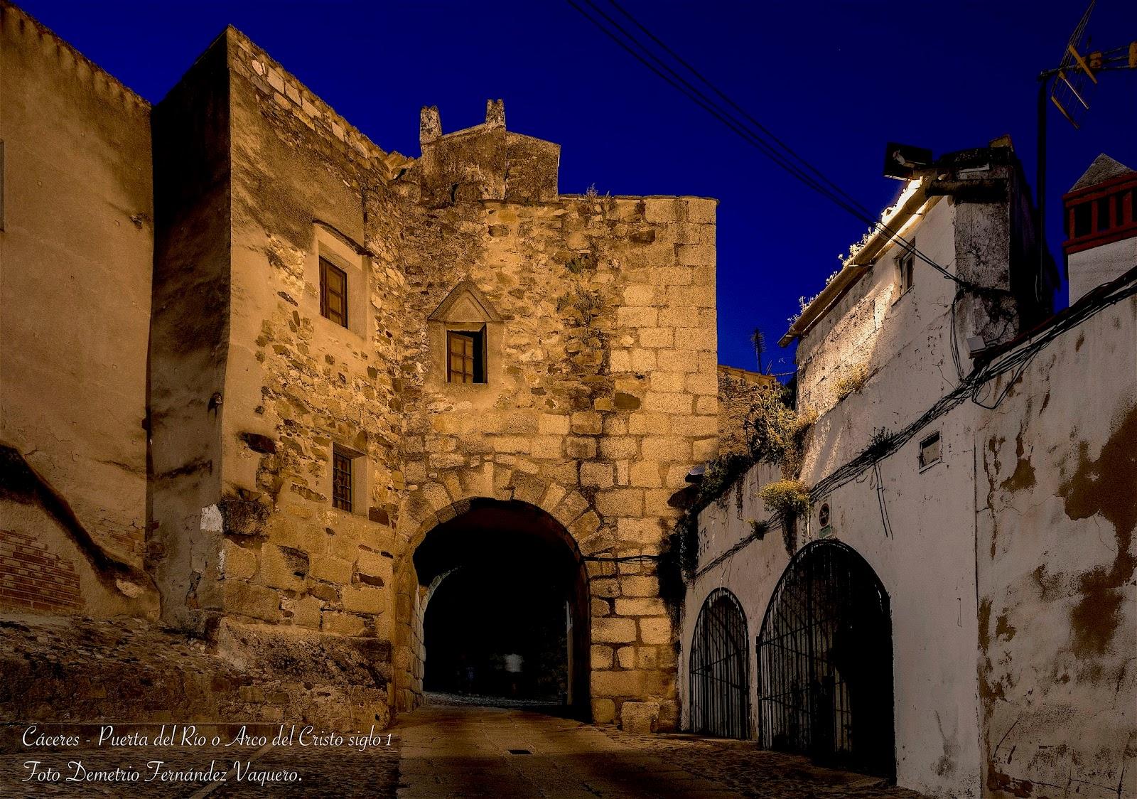 C ceres 2 fotos nocturnas del arco del cristo o puerta for Puerta 6 del autodromo