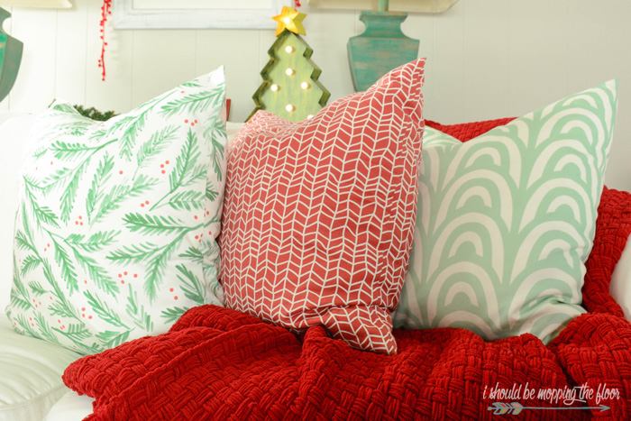 Vintage Christmas Decor in the Family Room | Fun and simple ideas to add a vintage holiday touch to your home's decor.