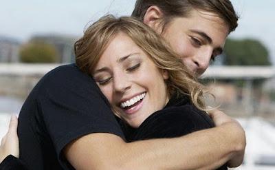 6 Manfaat Mengagumkan dari Berpelukan