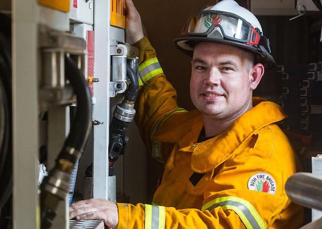 El bombero sordo Damon Barrett de Australia