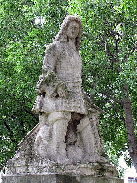 Monument to Vauban by Henri Bouchard, square Santiago-du-Chili, Paris