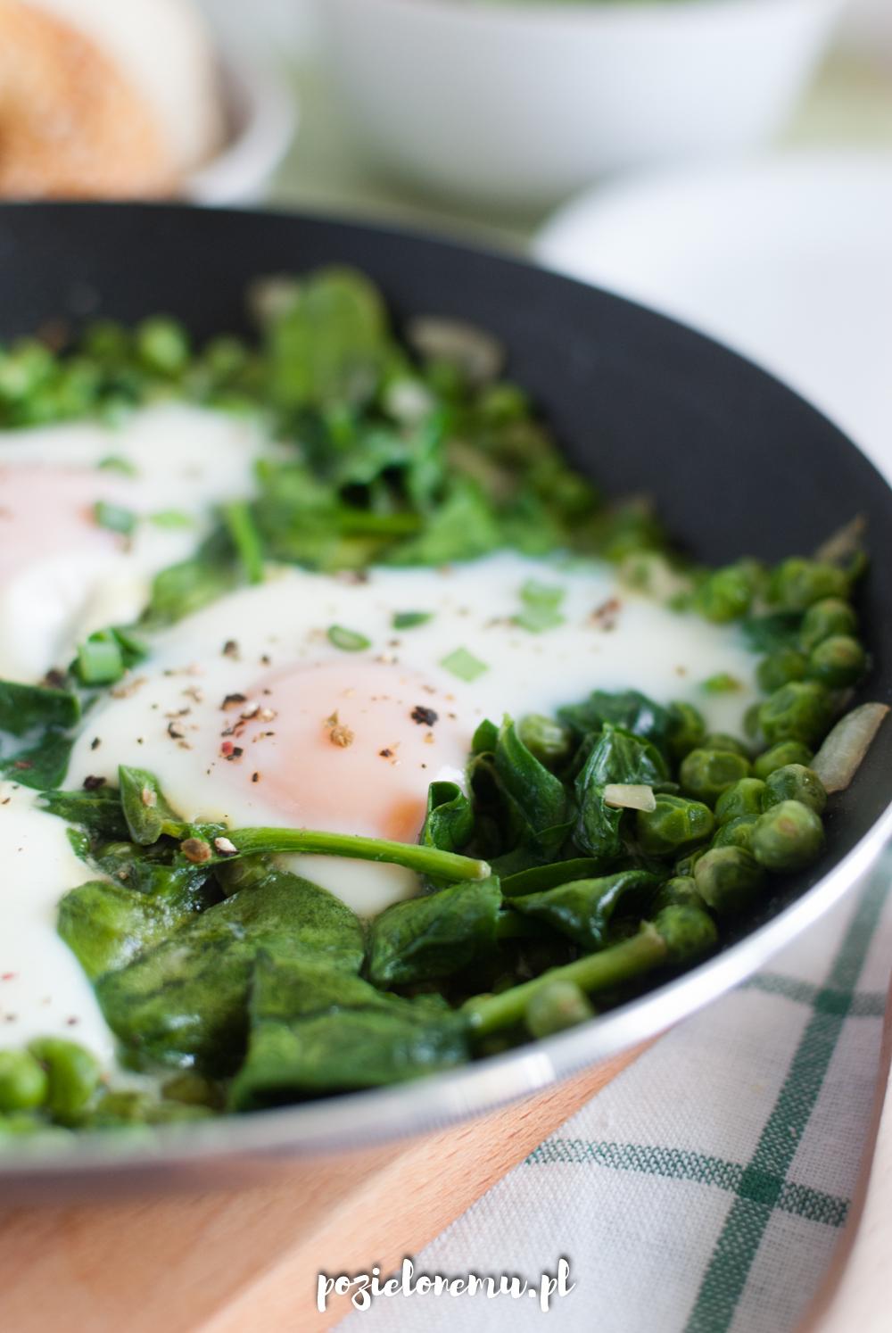 Śniadaniowo mi #30: Zielona szakszuka, żeby przywołać wiosnę