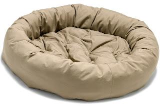 Cuando se trata de elegir una cama para su perro, usted tiene muchas opciones. ¿Cómo sabes qué buscar? ¿Cuál es la decisión correcta para su mascota? He aquí algunos consejos para ayudarle a elegir la mejor cama para su querido perro: