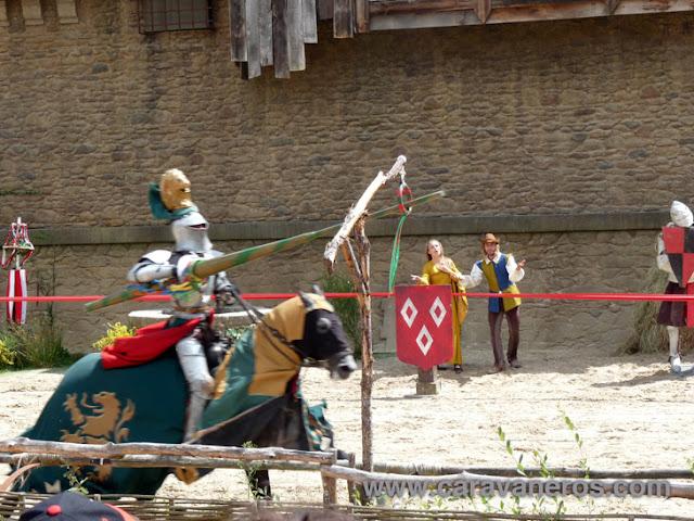 Foto de El secreto de la lanza. Caballeros y justas medievales a caballo. Puy du Fou | caravaneros.com