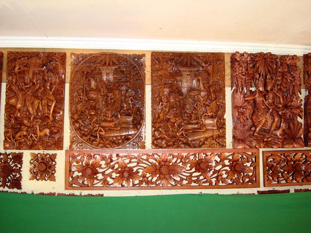 Изображение резных сувенирных изделий из дерева