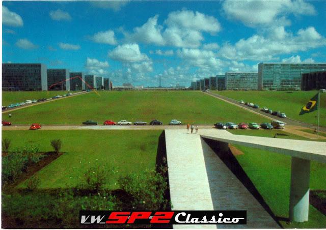 Volkswagen SP2 em frente à Esplanada dos Ministérios