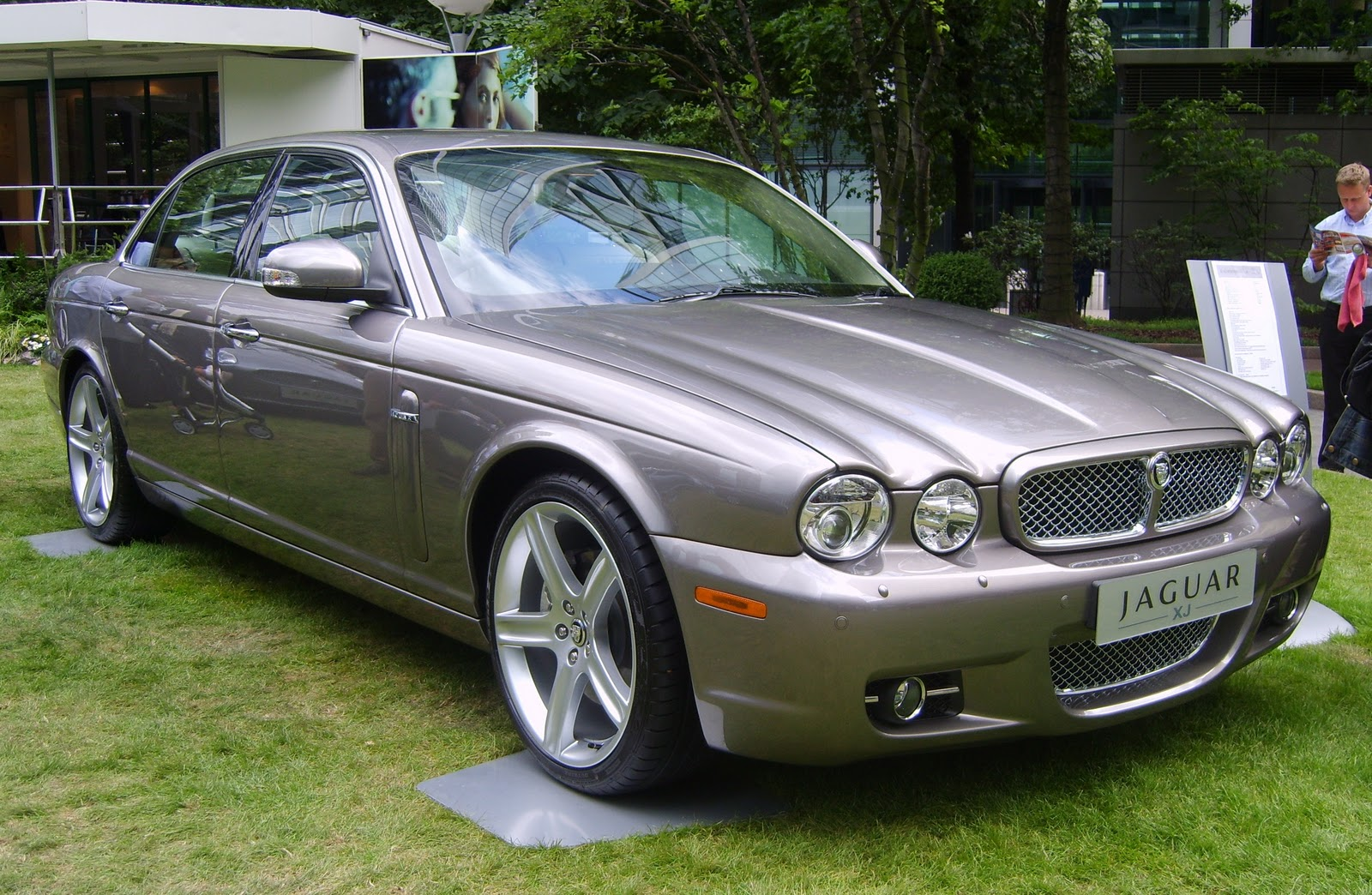 cars and reviews jaguar xj old. Black Bedroom Furniture Sets. Home Design Ideas