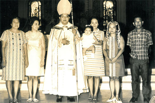 It was Jaime Cardinal Sin who officiated the christening of young Grace.