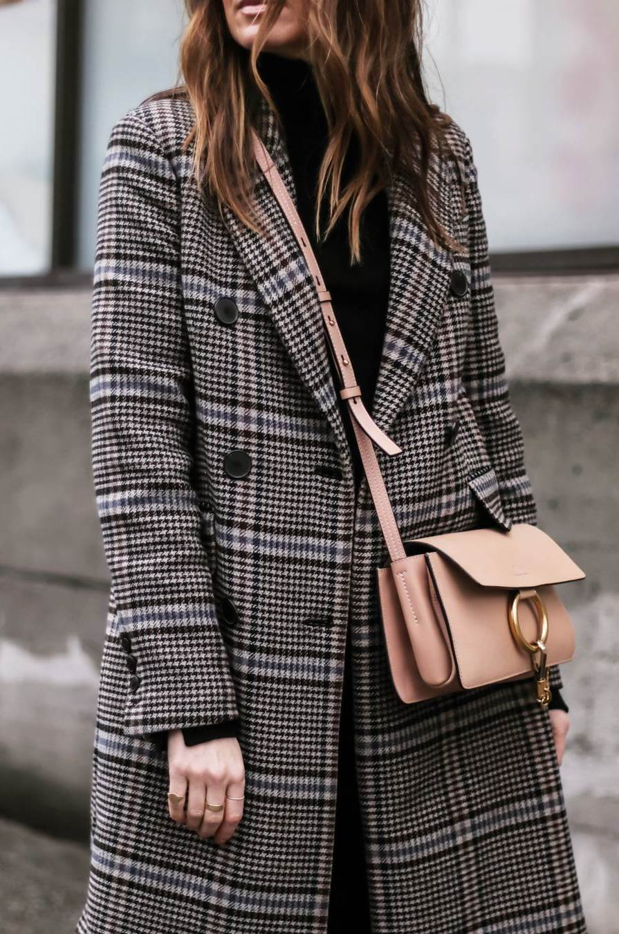 how to style a plaid coat : beige bag + black top