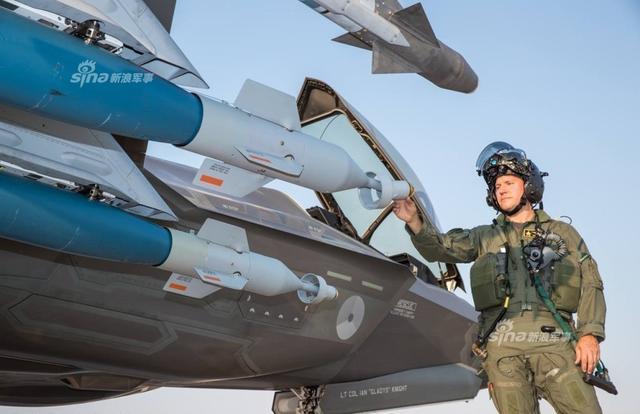 «الطائرة الشبحية F35» آخر ما وصل إليه الطيران الحربي - صفحة 3 Dutch%2BAir%2BForce%2BF-35A%2Bpilots%2Btest%2Bfires%2Bfirst%2BAIM-9X%2Bmissile%2Bin%2BF-35%2B3