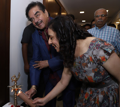 Veteran-Actor-and-Politician-Shatrughan-Sinha-inaugurate-Sangeeta-Babani-art-Exhibition