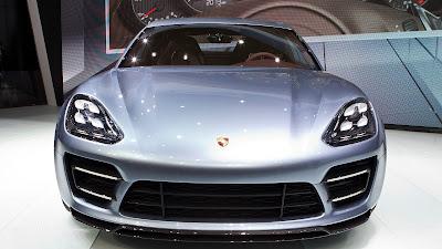 2017 Porsche Panamera front look