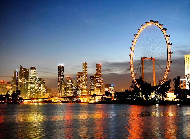 Go in circles with Singapore Flyer