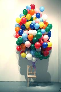 Globos con helio y silla