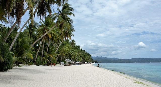 Suuntana Aasia |  Boracayn suosittu lomasaari Filippiineillä suljetaan turisteilta puoleksi vuodeksi