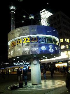 Reloj de las horas del mundo Alexanderplatz