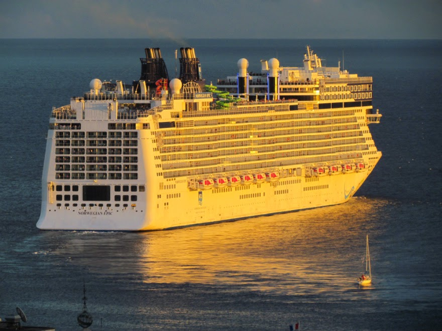 Norwegian Epic sails slowly from Funchal port