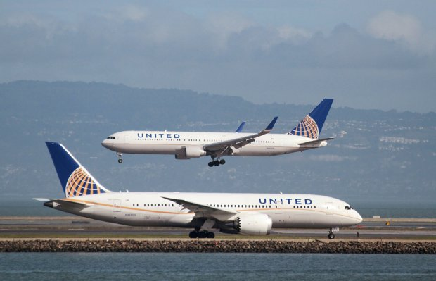 Man stung by scorpion on flight — United Airlines on headline again