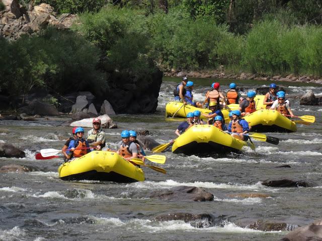 ראפטינג בנהר