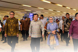 Nurdin Abdullah Jemput Jusuf Kalla di Bandara Sultan Hasanuddin Maros