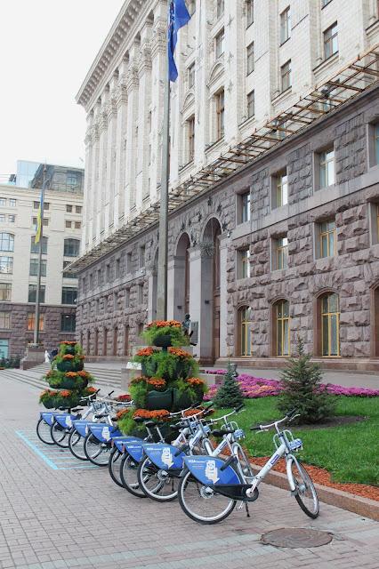 Прокат велосипедов под мэрией Киева