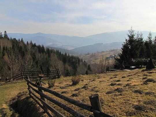 Panorama ze szlaku w stronę doliny Skawicy.