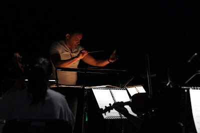 Tom Randle: Love Me To Death - Tom Randle & ensemble in rehearsal - Tête à Tête: The Opera Festival (Photo Claire Shovelton)