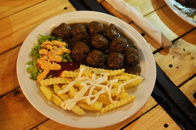 Bebola daging dan kentang goreng
