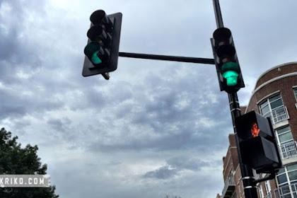 CCTV Lampu Merah Siap Rekam Pelanggaran Anda