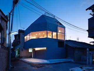 Rumah Minimalis di Pemukiman Padat