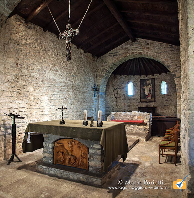 Vista panoramica interna della chiesa di san Clemente a Caravate