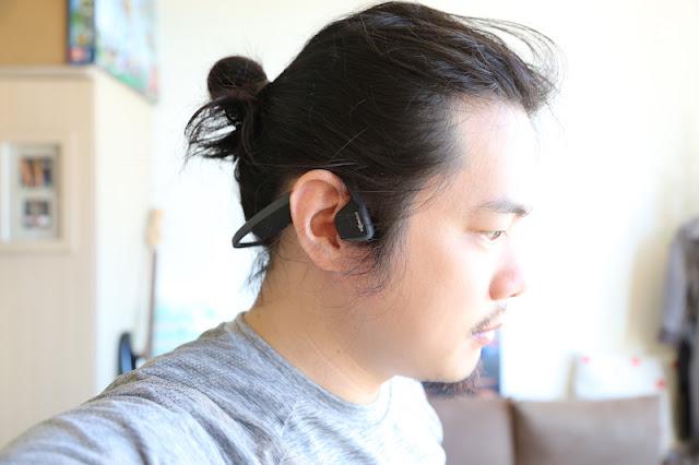 AfterShokz Trekz Titanium AS600 骨傳導藍牙耳機:開放式聆聽體驗,運動、上班都好用