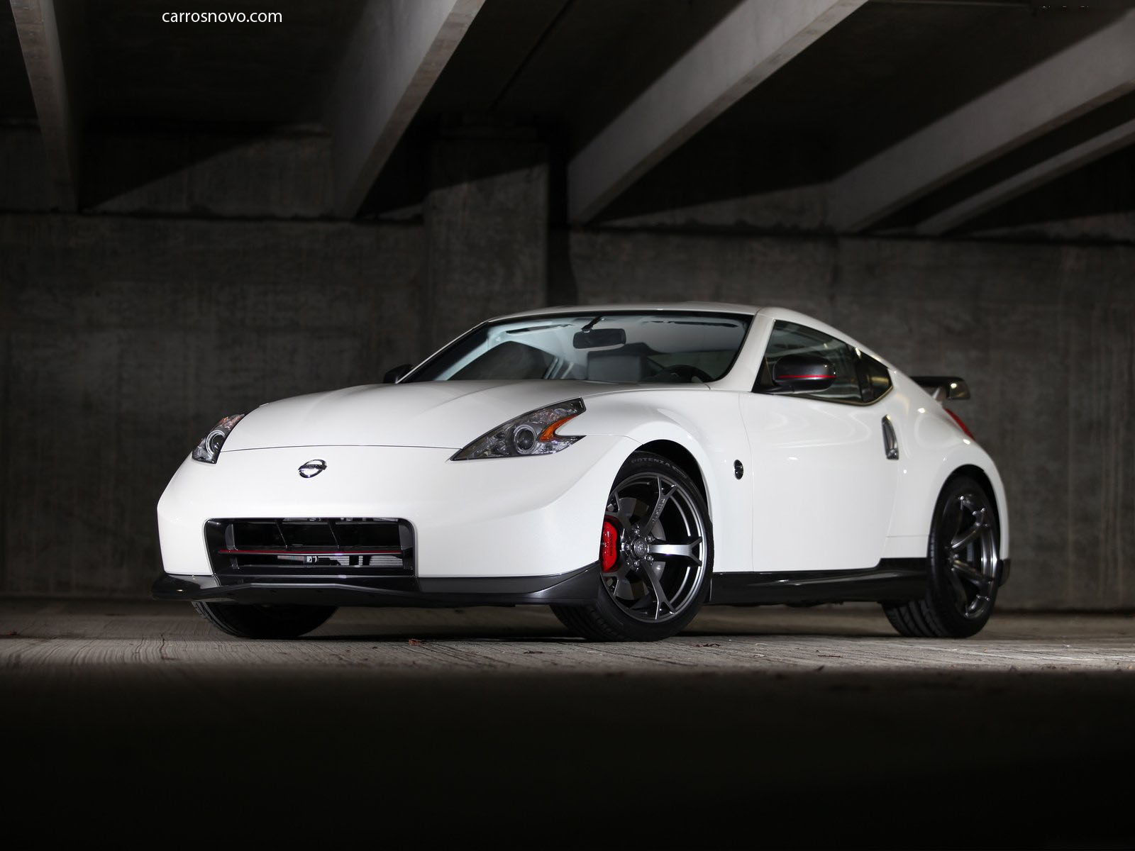 car on Nissan 370Z Nismo 2014