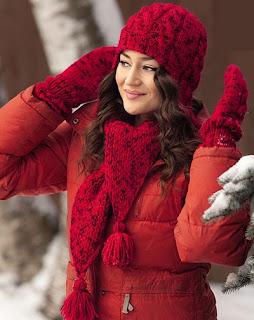 Яркий красный комплект: шапочка, шарф и варежки