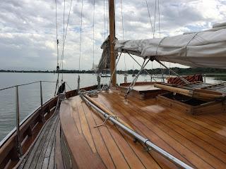"""Das Segelschiff """"Sir Shackleton"""" auf dem Ammersee"""