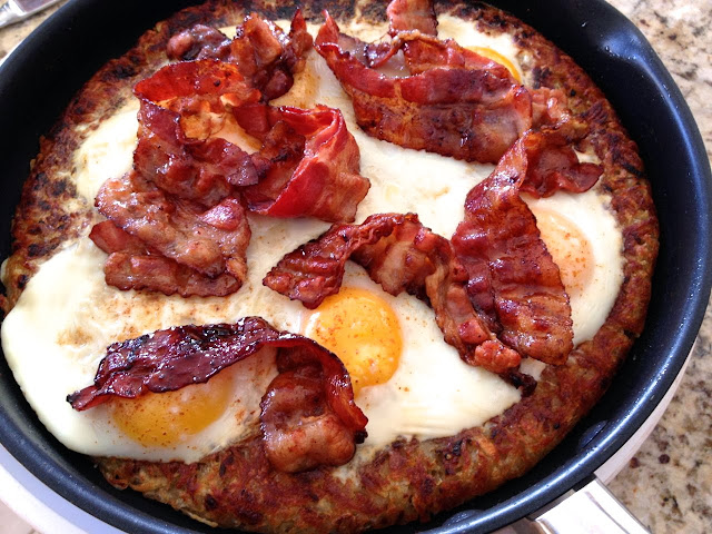 EGGS BAKED IN HASH BROWN WITH CANDIED BACON