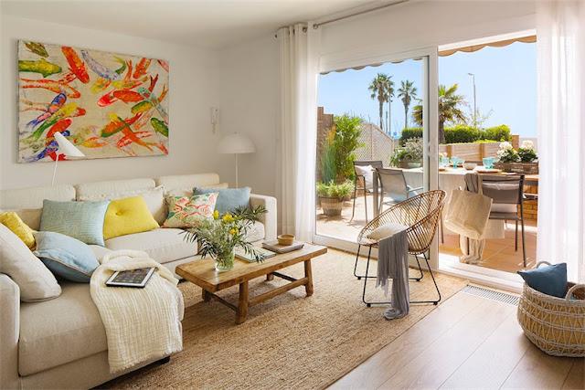 salon decorado en tonos mediterraneos casa adosada en castelldefels chicanddeco