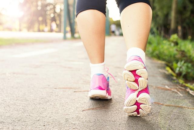 Olahraga Ringan Jalan-Jalan di Rumah