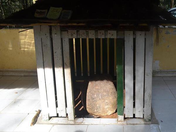 Makam Serunting Sakti (Si Pahit Lindah) Di Bukit Batu Pampangan
