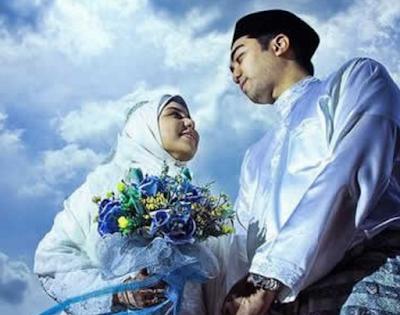 Malaikat Melaknat Istri Yang Menolak Berhubungan Dengan Suami Tanpa Alasan Syar'i