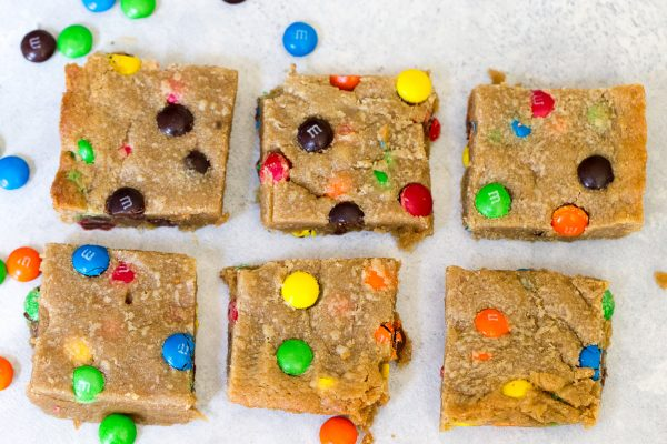 PEANUT BUTTER M&M BLONDIES #desserts #easyandquick