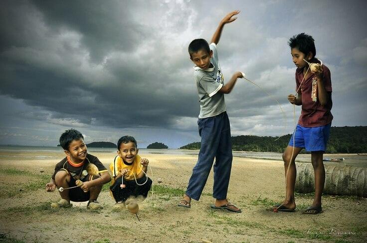Permainan Tradisional Melayu - Main Gasing - Riau Berbagi