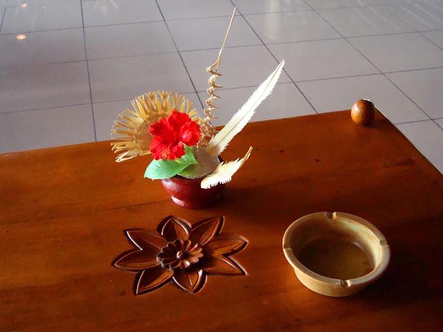 Изображение столика на ресепшн