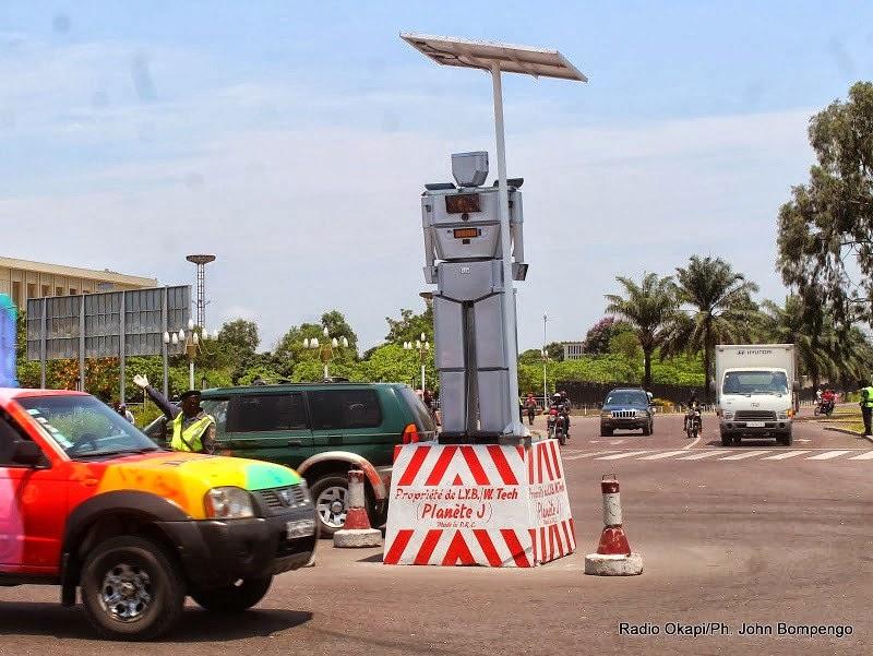 Zonne-energie, солнечная энергия, робот, трафик, ДРК,太陽エネルギー、ロボット、交通、コンゴ民主共和国、