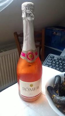 Sekt, Römer, rosé, Suele costar 2,79 en Kaufland y otros supermercados.