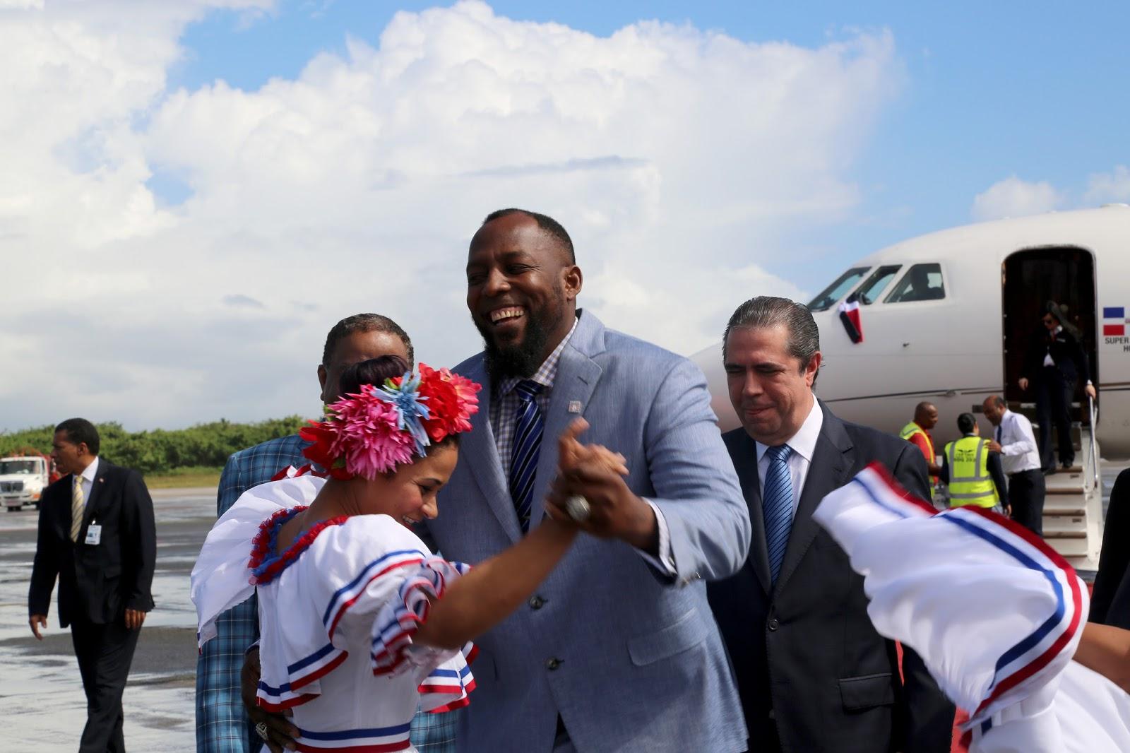 VIDEO: A ritmo de merengue, República Dominicana recibe a Vladimir Guerrero con alegría y admiración