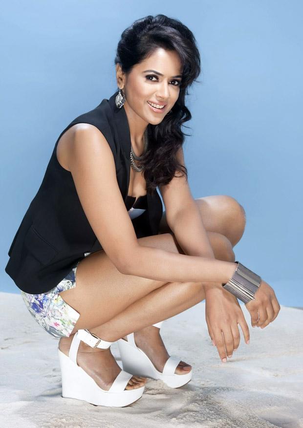 Actress Sameera Reddy Hot Exposing Photoshoot - Bolly Actress Pictures-5888