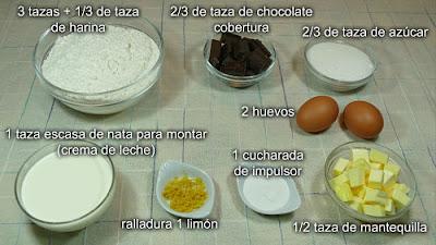 Ingredientes en tazas para las galletas corazón