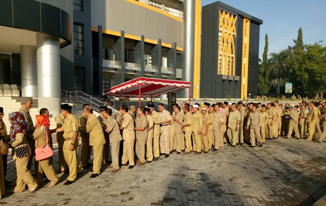 Bolos Kerja Hari Pertama Tunjangan PNS Lotim Bakal Dipotong