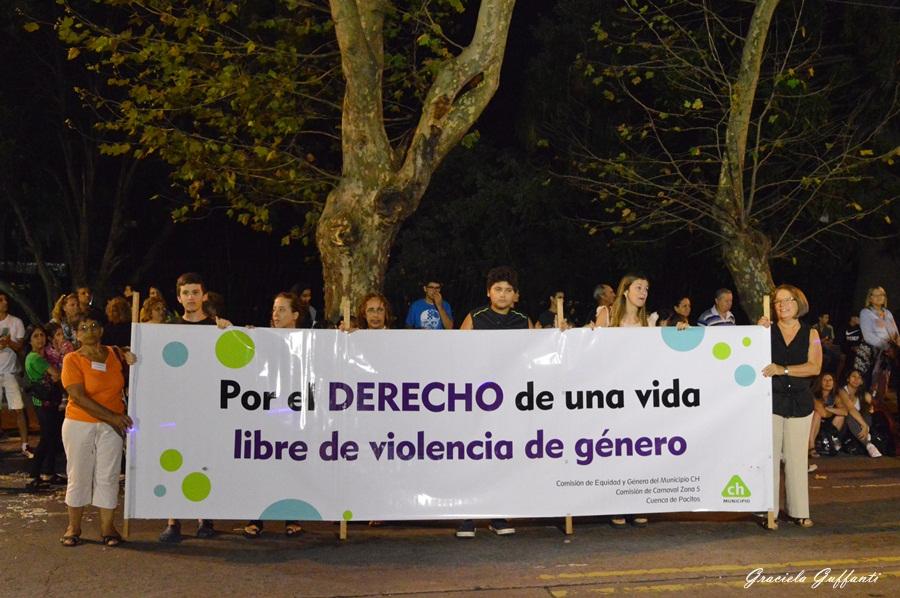 Desfile de carnaval por la av rivera montevideo uruguay for Mueblerias por calle rivera montevideo